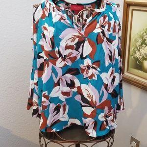 Jennifer Lopez floral blouse cut out flowy sleeves